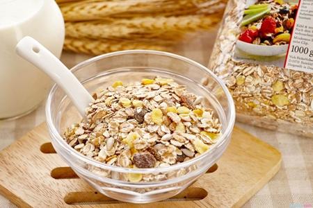 夏季白癜风患者吃什么可以辅助治疗
